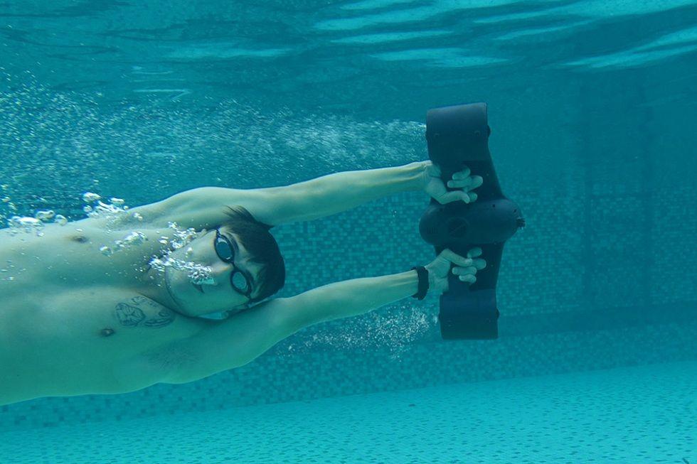 Passionate for Underwater Sports! Get Trident Underwater Scooter
