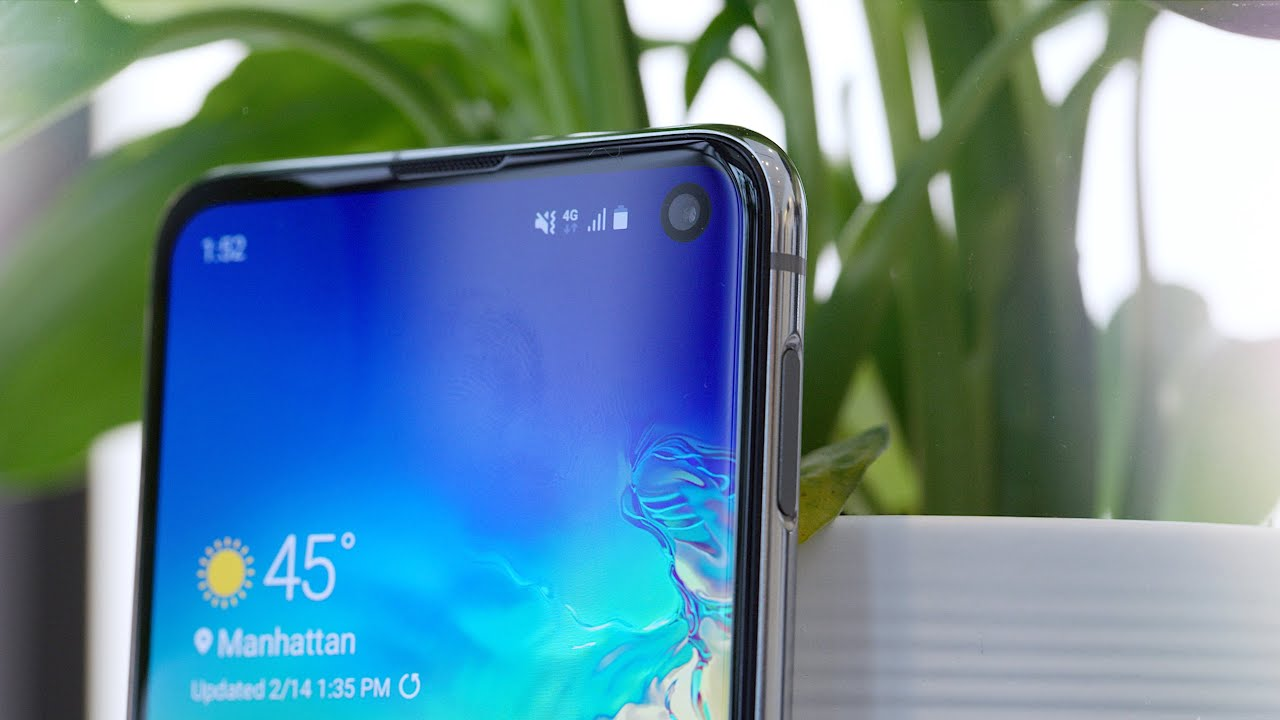 Samsung Galaxy S10 E! Answer to iPhone XR?