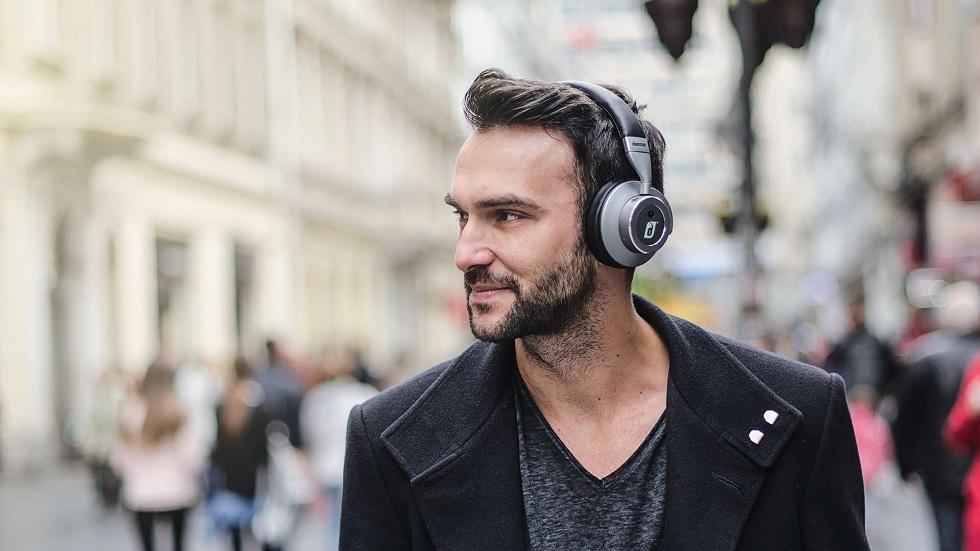 Lenovo ThinkPad and Yoga headphones! Interesting Addition