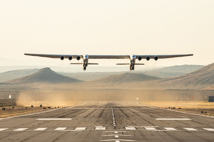 World's largest plane Stratolaunch Complete First Flight