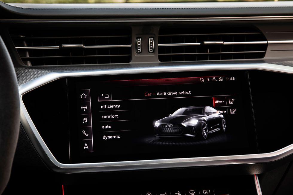 Muscular Audi RS7 2020