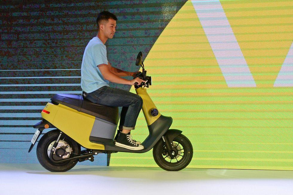 Gogoro Launches Smaller Scooter! The Viva