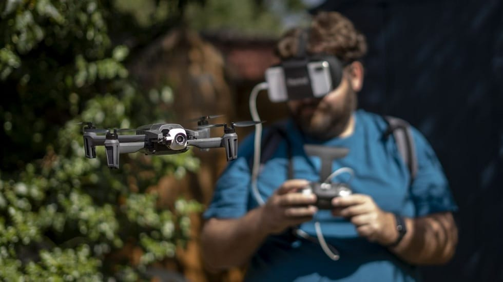 Parrot Anafi FPV With Smartphone-powered FPV Goggles