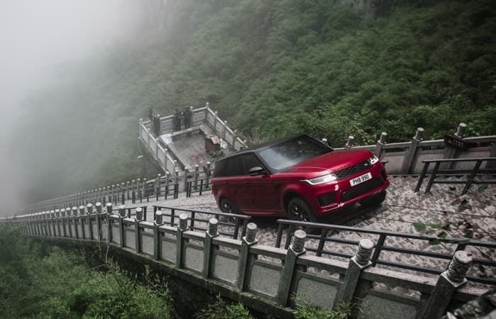Range Rover Climbs 999 Stairs