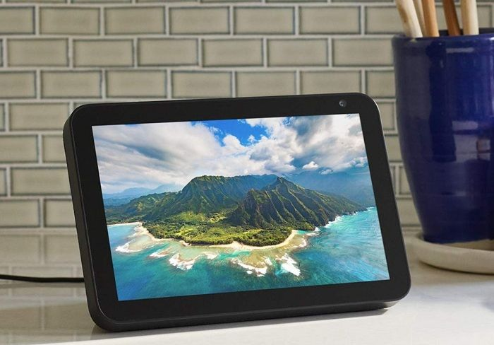 Amazon vs Lenovo Smart Display