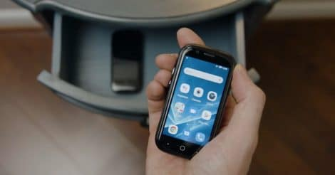Try This Tiny Jelly 2 If You Really Want a Small Smartphone